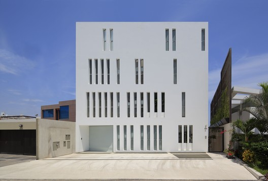 Paquidermo Building / Martin Dulanto – ArchDaily