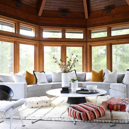 Ali Budd Interiors transforms Muskoka log cabin into art-filled cottage – Interiors – Dezeen