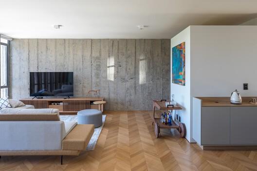 Apartment 02 / Hugo Oliveira Arquitetura – ArchDaily