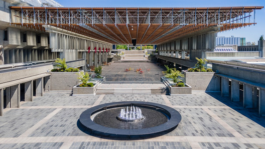 Burnaby Campus Plaza Renewal / PUBLIC Architecture + Communication – ArchDaily
