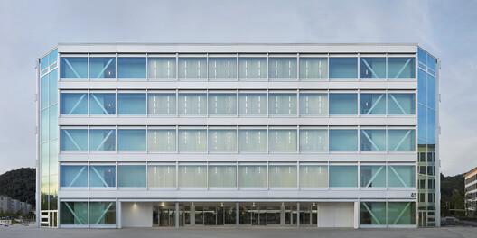 Roche Multifunctional Workspace Building  / Christ & Gantenbein – ArchDaily