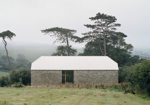 Redhill Barn  / TYPE – ArchDaily