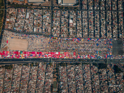 Commercial and Public Spaces: Aerial Photographs and an Interactive Map Help to Explore the Tianguis of Mexico City – ArchDaily