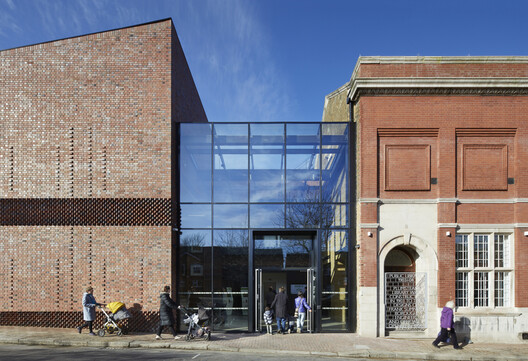 Plumstead Centre / HawkinsBrown – ArchDaily